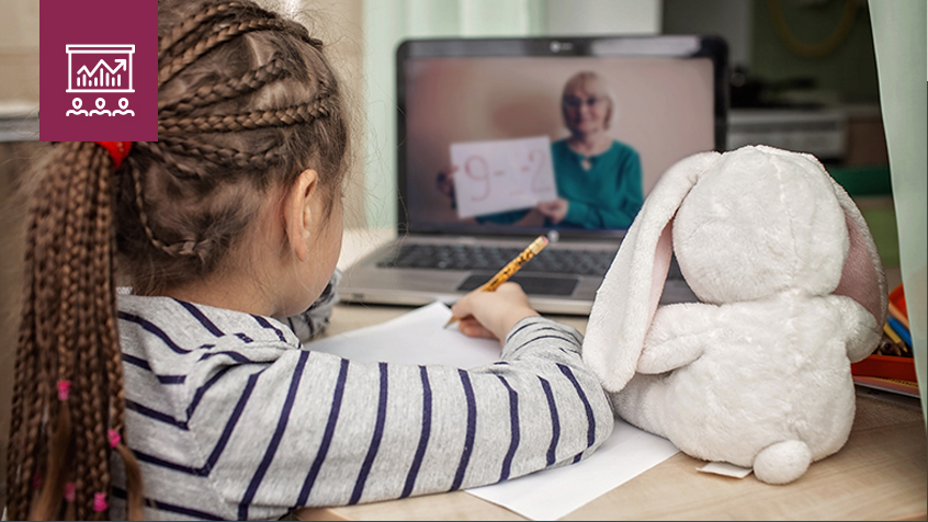 elementary aged girl virtual learning during covid
